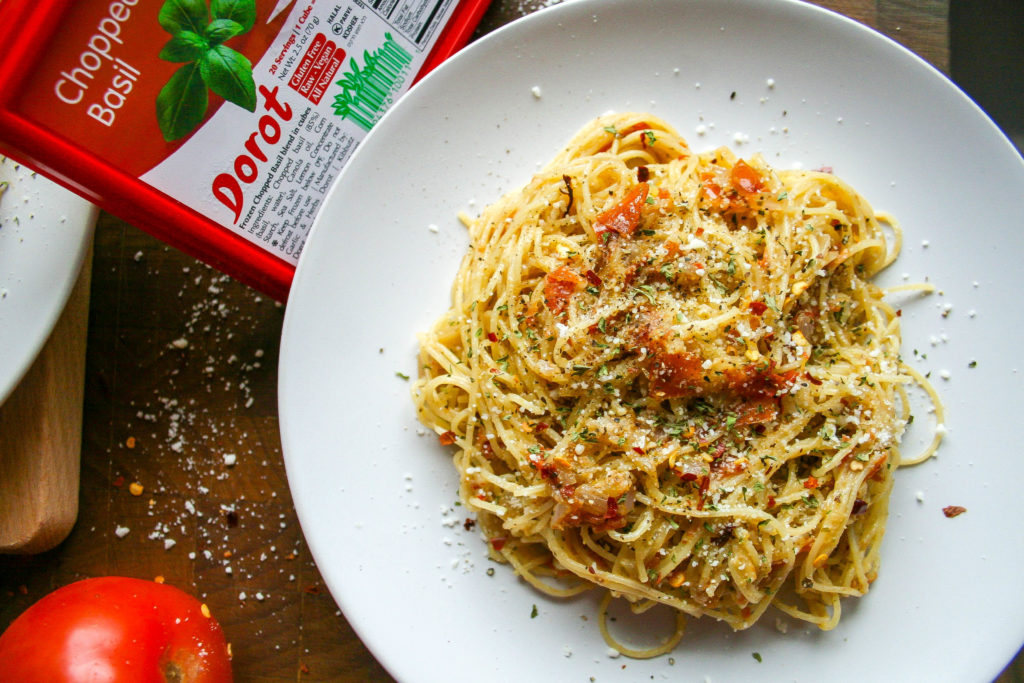 fresh tomato and basil spicy pasta is quick, easy, and light! it is the perfect weeknight dinner for two, and comes together in only thirty minutes! | fresh tomato and basil spicy pasta | a flavor journal
