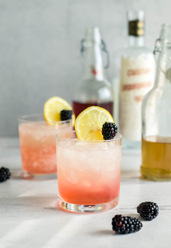 a gin and blackberry liqueur recipe : the bramble
