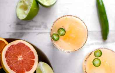 serrano grapefruit margaritas :: a spicy twist on a grapefruit margarita