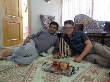 Nuit chez la famille rencontrée au bord de la Caspienne... 1 mois plus tôt !
