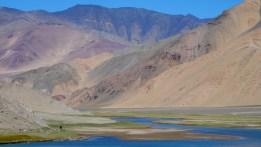 Inde, Ladakh : L'Indus devant, la Chine derrière.