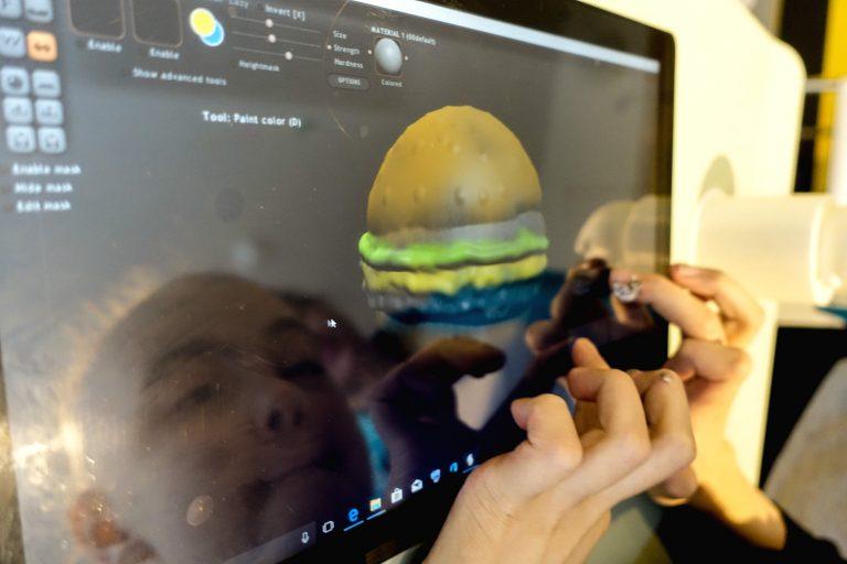 A patient using Sculptris to create a 3D model of a beefburger!