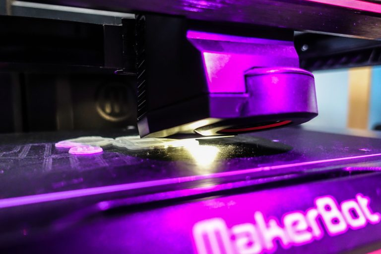 Makerbot printer creating a raft for the print to sit on