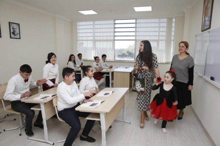 Leyla Əliyeva internat məktəblərinə baş çəkdi-