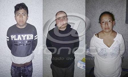 Los delincuentes tenían en su poder droga y un auto robado.