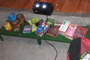 El ladrón huía con chocolates, chicles y otras golosinas