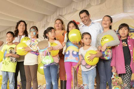 El alcalde de Neza entregó juguetes a los pequeños