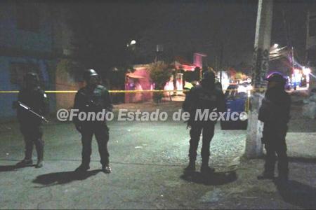 Desconocidos ejecutan a tres en una vivienda de Ecatepec