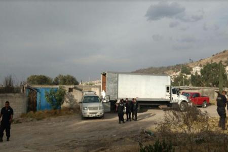 Recuperan camión cargado de azúcar y capturan a ladrón en Tultitlán