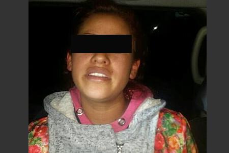 Mujer armada asalta a dueños y clientes de un negocio en Toluca