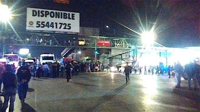 Bloquean la Vía López Portillo y el Mexibús por falta de agua en Ecatepec
