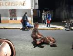 VIDEO: Graban momentos de agonía; criminal pierde pelea y le pasa encima con un auto a su rival