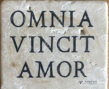 Le 90 più belle frasi in latino sull'amore (con traduzione) - Aforisticamente