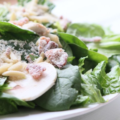 SPINACH AND BACON SALAD: A RECIPE