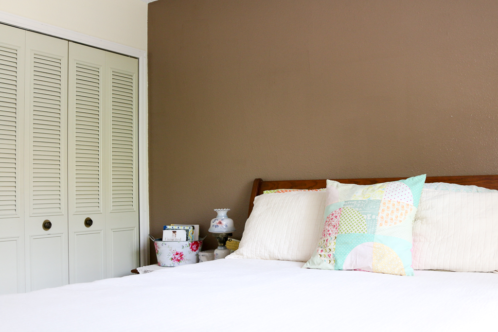 My bedroom needs a makeover! Let me show a few of my ideas and the direction I want to take. Join me for my farmhouse bedroom makeover! FARMHOUSE BEDROOM MAKEOVER PLAN