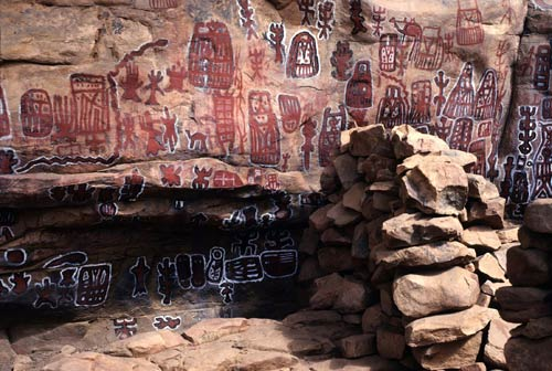 https://i0.wp.com/africa.si.edu/exhibits/inscribing/images/eduimages/5.-Dogon-rock-paintingsLG.jpg