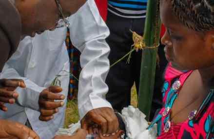 Kasaï-Central : Martin Kabuya officialise le  nouveau vaccin antirotavirus contre la diarrhée
