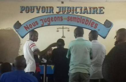 Kasaï Central : peine de prison à perpétuité requise contre 11 policiers et militaires à Kananga