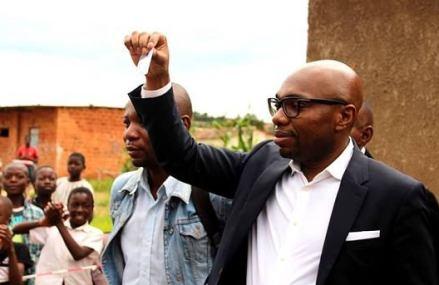 Covid-19 : l'ambassadeur itinérant de Tshisekedi offre tout son salaire à partir du mois d'avril à la cellule de riposte jusqu'à la fin de la pandémie