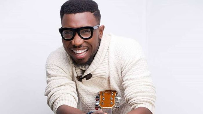 Video: Timi Dakolo Expresses His Frustration As He Tries To Sing His Daughters To Sleep