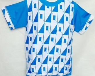 t-shirt bleu motifs géométriques