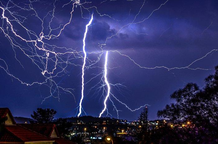 11 dramatic images of lightning over Johannesburg  Africa
