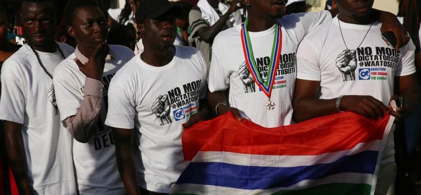 Gambiani al giuramento di Adama Barrow