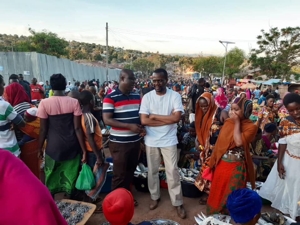 Opposition leader and MP Zitto Kabwe visiting a market in Tanzania in October 2019. Credit: Zitto Kabwe.