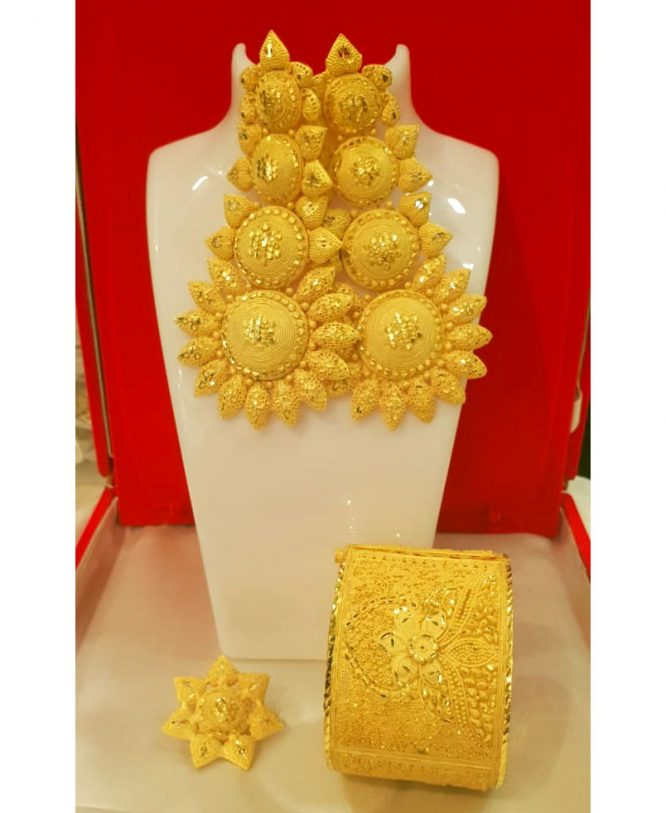 African Designer Golden Plated Premium Wavy Bold Set With Finger Ring