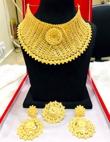 New Stylish Round Neck Golden Plated Round Necklace Set For Women