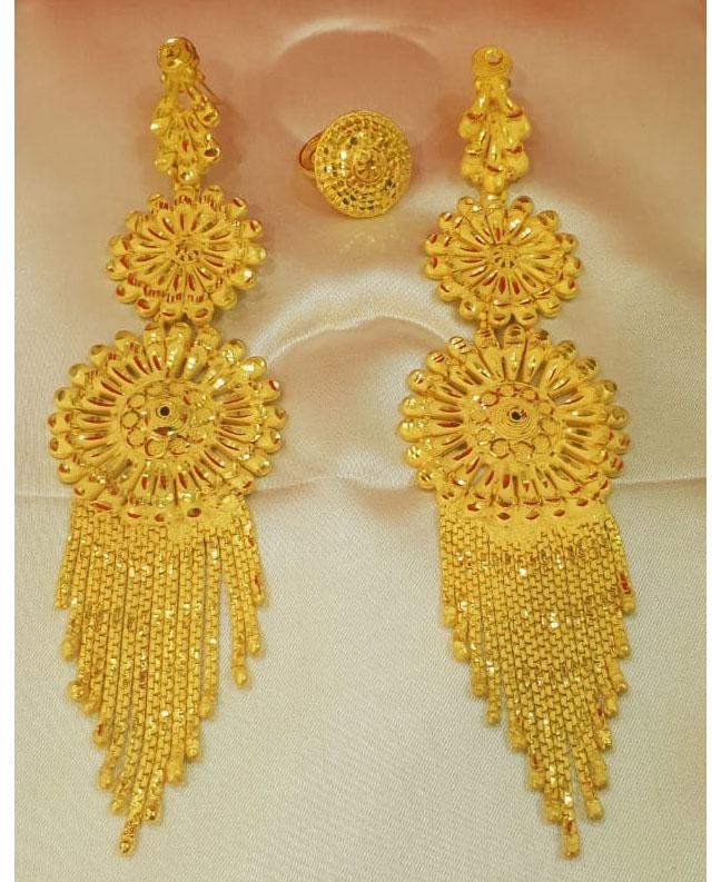 Designers Colour Beautiful Earring Set Golden