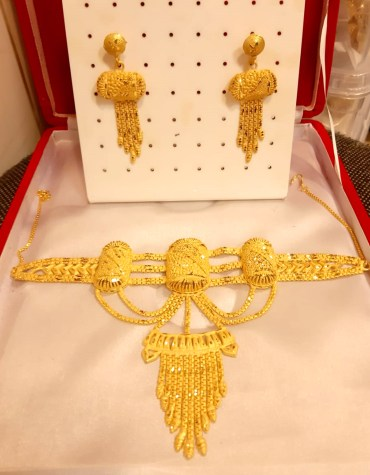 New Lettest Golden Plated Jewellary Neckles Set
