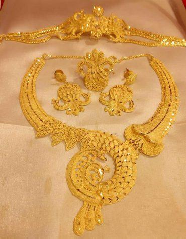 Designer Shimmering Alloy Gold Plated Necklace Set for Women