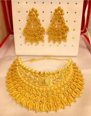 New Fancy Leaf Designer Gold Forming Necklace Set