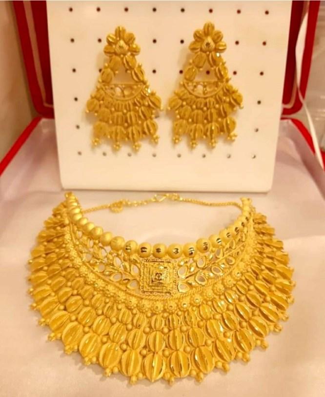 New Fancy Leaf Designer Gold Forming Necklace Set