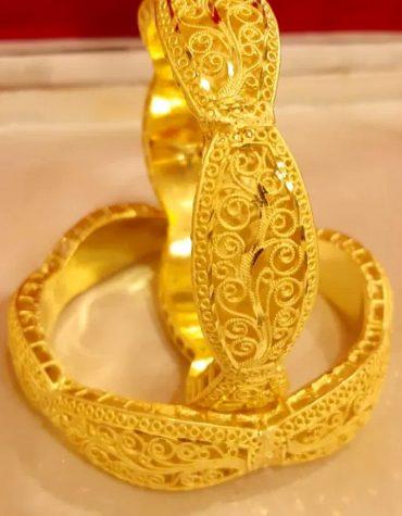 Stylish Designer Golden Plated Couple Bangle
