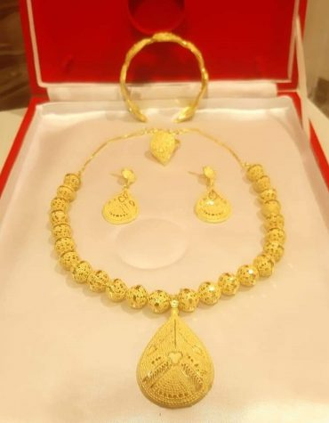 New Stylish Look Gold Plated Necklace Set