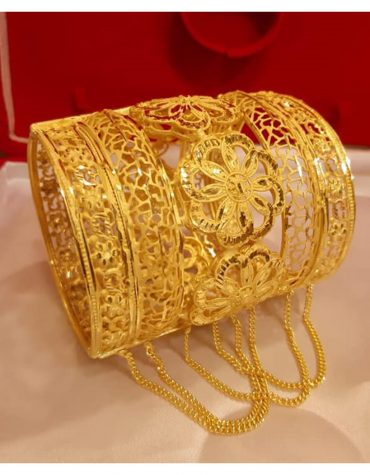 Stylish African Designer Golden Plated Premium Bold Latkan Bangle