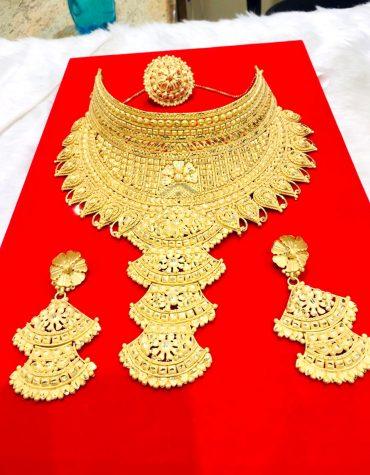 Stylish Round Neck Golden Plated Big Necklace Set