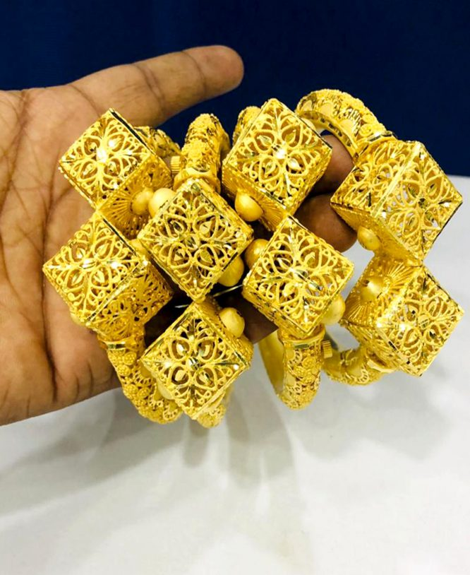 Latest New Design African Woman Style 2 Gram Gold Bangle