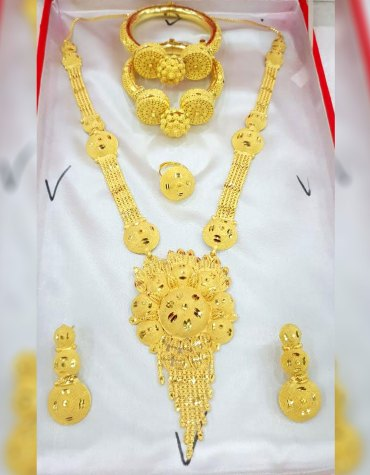 Classic Unique Designs Gold Jewellery Necklace and Earrings With Bracelet Set For Women