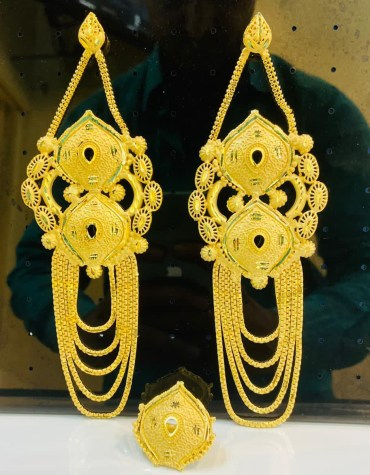 New Trendy Golden Earring & Finger Ring Designer Earring Set For Wedding & Party Set For Women