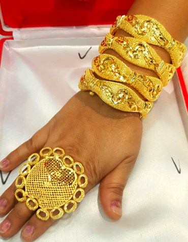 African Latest Style Elegant Gold 4 Piece Bangles Set with Designer Finger Ring