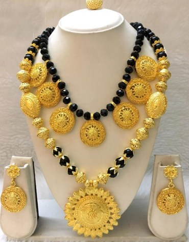 Stylish Floral Pattern Black Pearl Gold Plated Big Necklace Set For Women