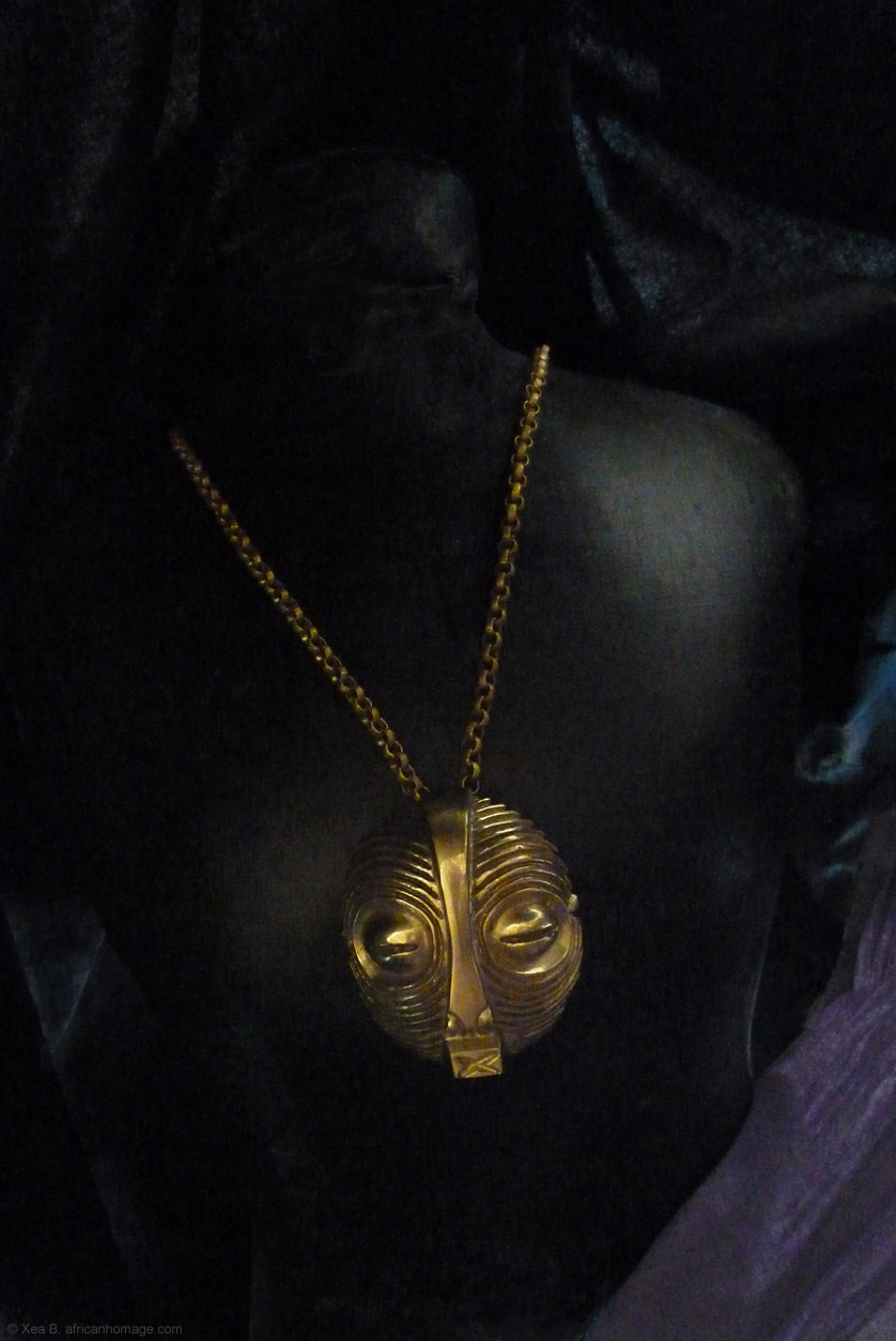 Solid gold pendant