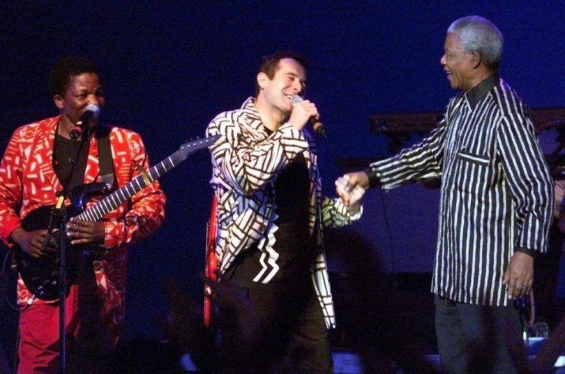 Mandela monte sur scène pendant un concert de Johny à Francfort, Olivier berg-Picture Alliance, 1997