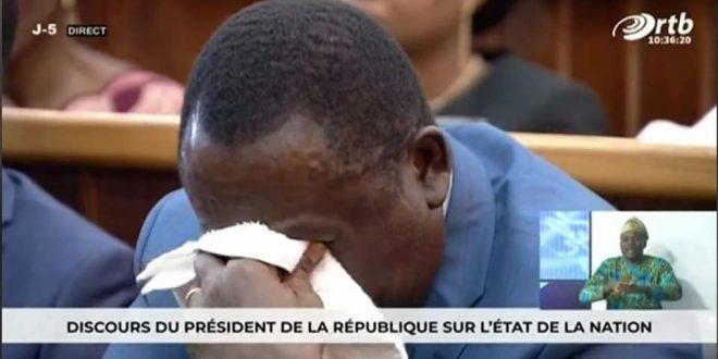 Ministre béninois en larmes