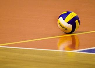 La troisième journée du championnat national de volley ball(H) disputée mercredi soir a enregistré la première victoire du Tunis Air Club aux dépends de l'équipe d Alhaouaria .Le derby de