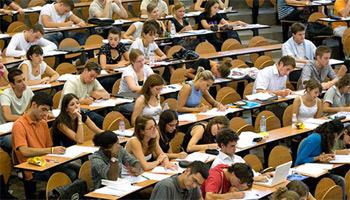 Un accord relatif à l'augmentation du nombre des bourses universitaires au profit des enfants des agents et des fonctionnaires du ministère de l'Education a été signé