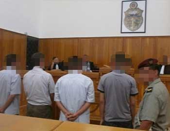 Commentant le verdict rendu par le tribunal militaire de Tunis relatif à l'affaire des blessés et martyrs de la révolution
